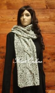 SC03a sciarpa con treccione bianco e nero misura 28x180cm pesa 180gr costo 21€