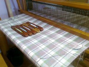 il plaid in fase di tessitura