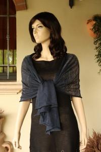 abbigliamento: SL1B stola realizzata da FilatiOnline con VL97BP blu pavone con lurex verde dimensioni: 63x168cm peso 140gr 39€